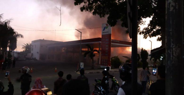 IMG 20191109 WA0020 780x405 - Pasar Penampungan Sukabumi Kebakaran