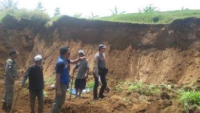 IMG 20191120 WA0024 390x220 - Kampung Pasir Eurih Sukabumi Dilanda Longsor, Ekonomi Warga Terancam