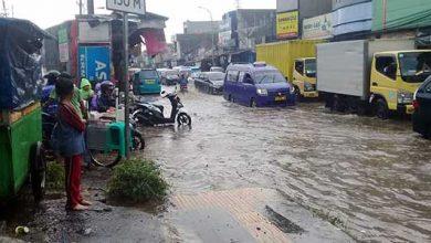 Jalan Suryakencana Cibadak 390x220 - Drainase Tersendat, Jalan Suryakencana Cibadak Banjir