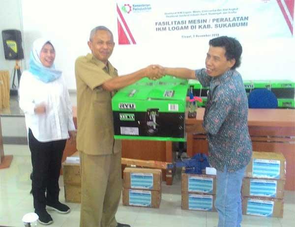 Kemenperin danDPESDM Beri bantuan mesin - Kemenperin dan DPESDM Kabupaten Sukabumi, Berikan Bantuan Mesin Teknologi