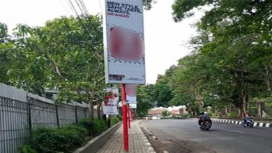 Plang Reklame Rokok 390x220 - Viral Reklame Tumbuh di Tengah Trotoar, DPMPTSP Kota Sukabumi Kecolongan?