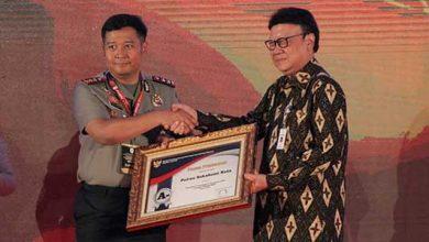Polres Sukabumi Kota Raih Penghargaan 390x220 - Polres Sukabumi Kota Diganjar Penghargaan