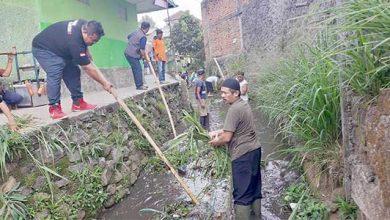 Raden Koesoemo Hutaripto Karang Taruna Citamiang 390x220 - Karang Taruna Citamiang Bersihkan Sungai