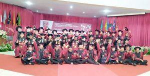 Universitas Nusa Putra wisuda4 300x153 - Lulusan UNP Sukabumi Siap Menyongsong Era 4.0