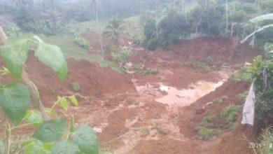 bencana longsor di sukabumi 390x220 - Bencana Longsor Hancurkan Tiga Rumah di Kampung Pajagan Sukabumi
