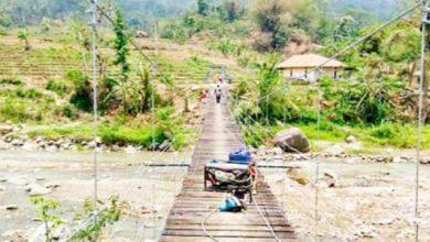 jembatan gantung sukaresmi 390x220 - Gembiranya Warga Sukaresmi karena Ada Jembatan Gantung