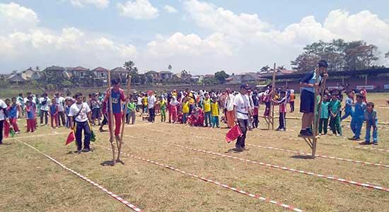 perlombaan engrang Kota Sukabumi - Ribuan Pelajar Ikuti Lomba Permainan Tradisional