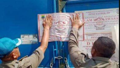 peternakan ayam disegel 390x220 - Bandel, Peternakan Ayam di Cisarandi Ditutup Paksa