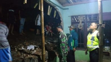pagar pembatas sekarwangi roboh 390x220 - Petaka Hujan Deras, Pagar Pembatas Kampung Sekarwangi Sukabumi Roboh