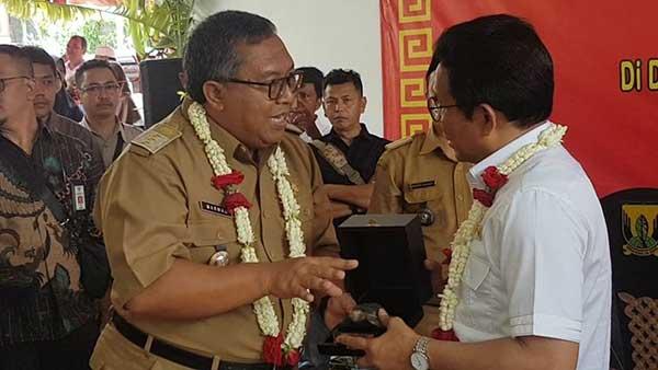 Bupati Sukabumi Marwan Hamami berbincang denganMenteri Desa PDTT Abdul Halim Iskandar