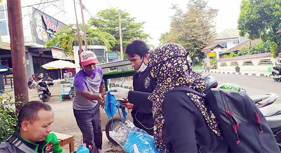 Universitas Muhammadiyah Sukabumi Bagikan Masker Kain