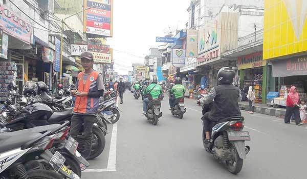 parkir di Jalan Ahmad Yani Kota Sukabumi