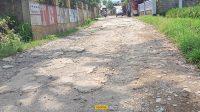Jalan desa Kompa Rusak