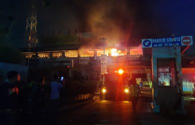 KEbakaran Depo Bangunan Bekasi