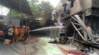Kebakaran_di_Toko_Bangunan Jakasampurna Bekasi