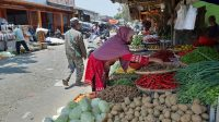 penjual sayuran di Pasar semi modern Cisaat