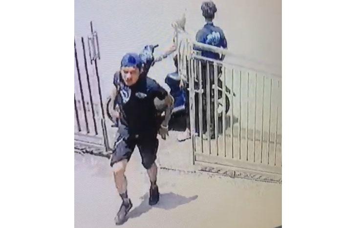 Tiga pelaku pencurian terekam CCTV