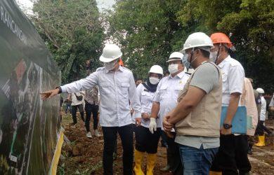 Walkot Bima Arya saat di lokasi pembangunan Alun-alun Kota Bogor