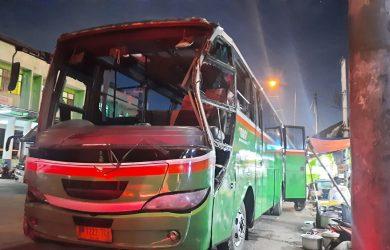 Tabrakan_Bus