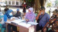 Desa Walahar, Kecamatan Klari mengikuti vaksinasi