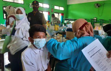 Vaksinasi pelajar di Kota Bekasi.