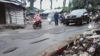Tumpukkan sampah di Pasar Citeureup